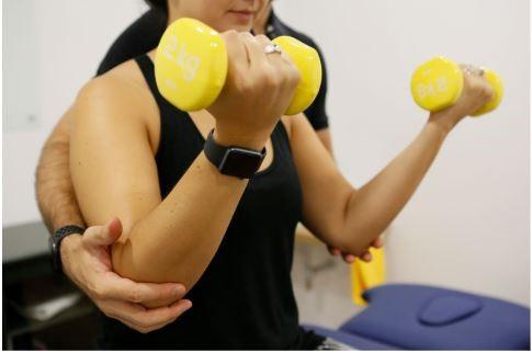 Duración de 45 minutos.<br />Sesiones individuales de pilates con entrevista, exploración física, pauta y seguimiento de ejercicio específico para evitar la sarcopenia y disminuir la neurotoxicidad.<br />